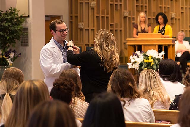 A student nurse is pinned at the 2018 NMC Pledging Ceremony.